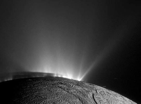 gas-vulkan-auf-encedalus-aufnahme-cassini-sonde